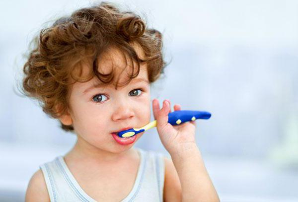 motive a mirosului urât cavității orale)