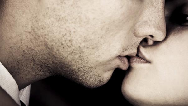 el virus del papiloma humano se transmite con un beso)